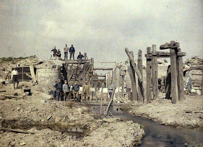 Ecluse du Het Sas ou de Boesinghe : terrain labouré par les obus