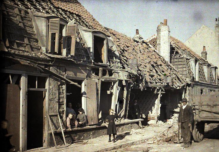 Près de Dunkerque, les bombardements des 10 et 11 septembre, civils