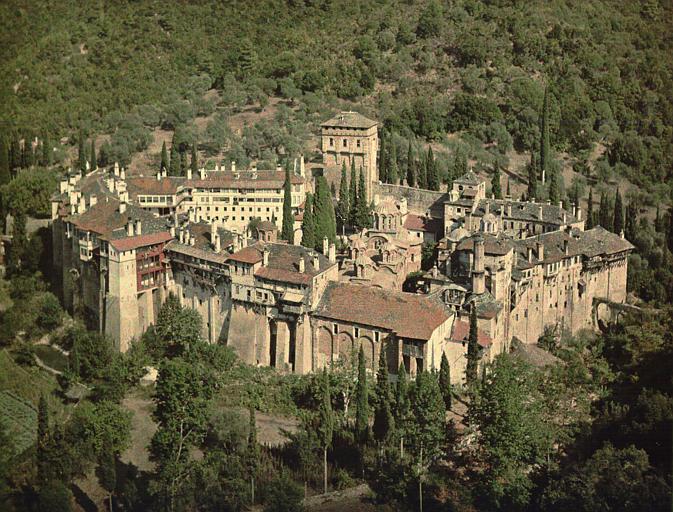 Vue plongeante sur l'ensemble du monastère