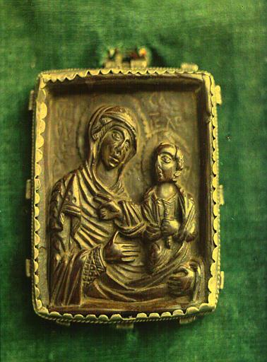 Pendentif byzantin de la ceinture ou Tablier de la Vierge représentant la  Vierge à l'Enfant