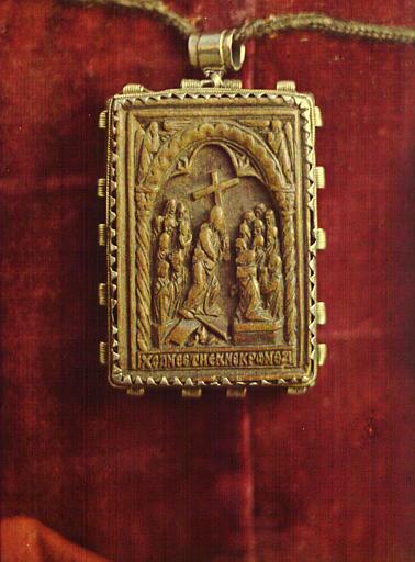 Pendentif byzantin de la ceinture ou Tablier de la Vierge, représentant le Christ portant la croix