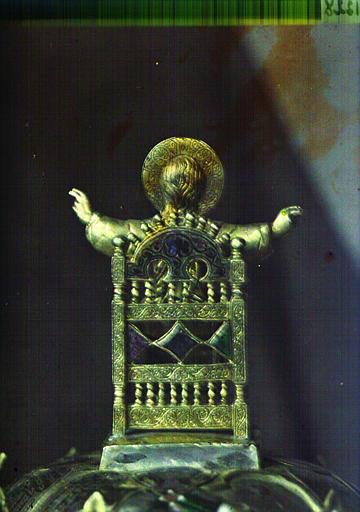 Sculpture en métal : le Christ assis sur un trône bénissant, vue de dos