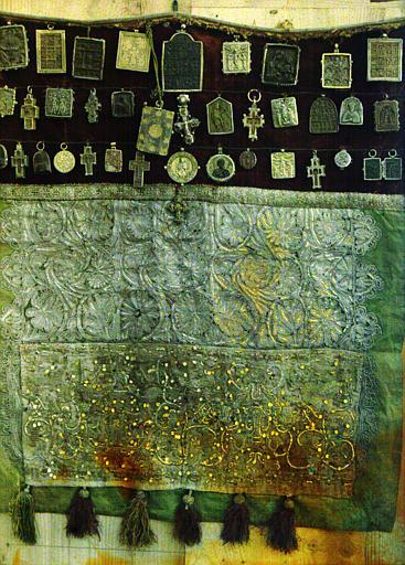 Le Tablier de la Vierge : ensemble de pendentifs byzantins, vue éloignée