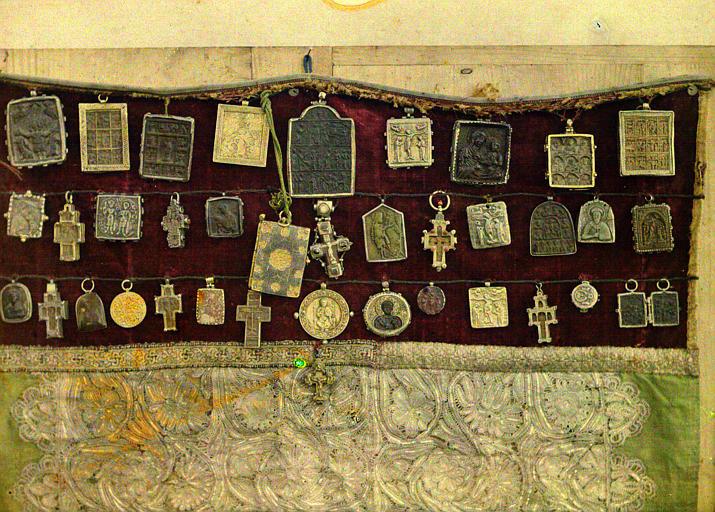 Le Tablier de la Vierge : ensemble de pendentifs byzantins, vue rapprochée
