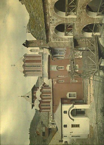 Vue sur la cour et l'église du monastère