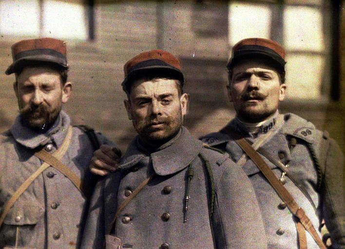 Trois soldats atteints de conjonctivite intoxiqués le 23 mars 1918 ; photographie médicale