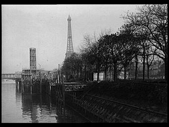 Ile des Cygnes ; Centre de la France d'Outre-mer ; Pavillon de l'Algérie ; Tour Eiffel