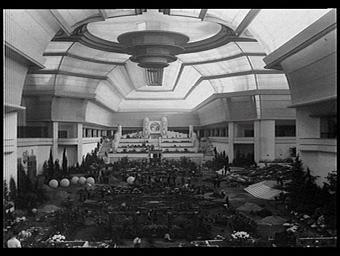 Architecte du camouflage de la voûte de la nef : Louis Madeline. Architectes décorateurs des Floralies : Lambert, Bertrand Arnoux et L. Leny
