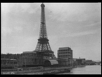 Tour Eiffel ; Pavillon de l'Italie