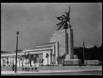 Pavillon de l'U.R.S.S. ; Pont d'Iéna