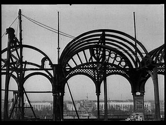 Transformation du premier étage de la Tour Eiffel