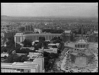 Palais de Chaillot ; Pavillon de l'U.R.S.S. ; Jardins du Trocadéro