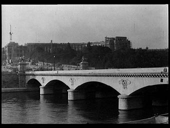 Palais de Chaillot ; Pont d'Iéna