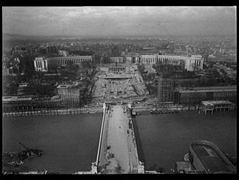 Palais de Chaillot ; Pont d'Iéna ; Pavillon de l'Allemagne ; Pavillon de l'U.R.S.S. ; Jardins du Trocadéro