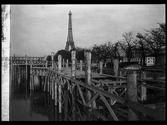 Ile des Cygnes ; Centre de la France d'Outre-mer ; Tour Eiffel