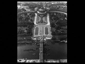 Palais du Trocadéro ; Pont d'Iéna