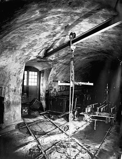 Vue intérieure d'une galerie : atelier pour les wagonnets