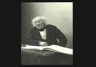 Chevreul accoudé sur l'album d'autographes de Nadar