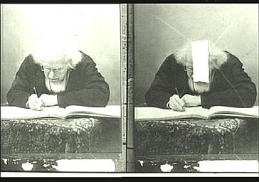 Chevreul écrivant dans l'album d'autographes de Nadar