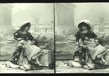Sarah Bernhardt et Mlle Deschamps dans 'Gismonda'