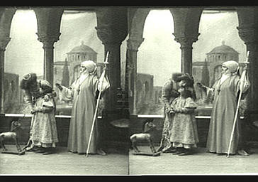 Sarah Bernhardt et Mlle Deschamps dans 'Gismonda',