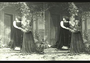 Sarah Bernhardt et Mlle Marthold dans 'Gismonda'