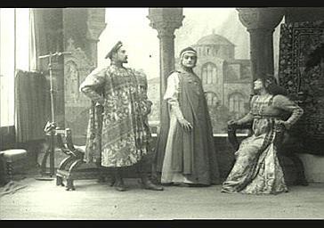 Sarah Bernhardt, de Max et Abel Deval dans 'Gismonda'