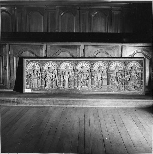 Retable à panneau compartimenté restauré en 1972, vue d'ensemble, bois sculpté et peint