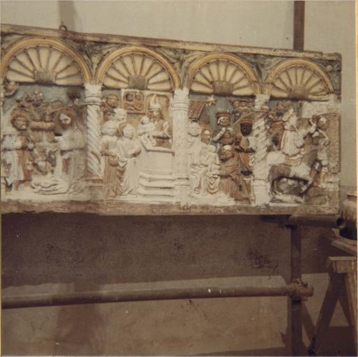 Retable à panneau compartimenté restauré en 1972, détail partie droite, en cours de restauration