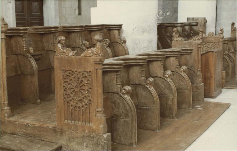 Stalles, bois sculpté 15e siècle, vue d'ensemble