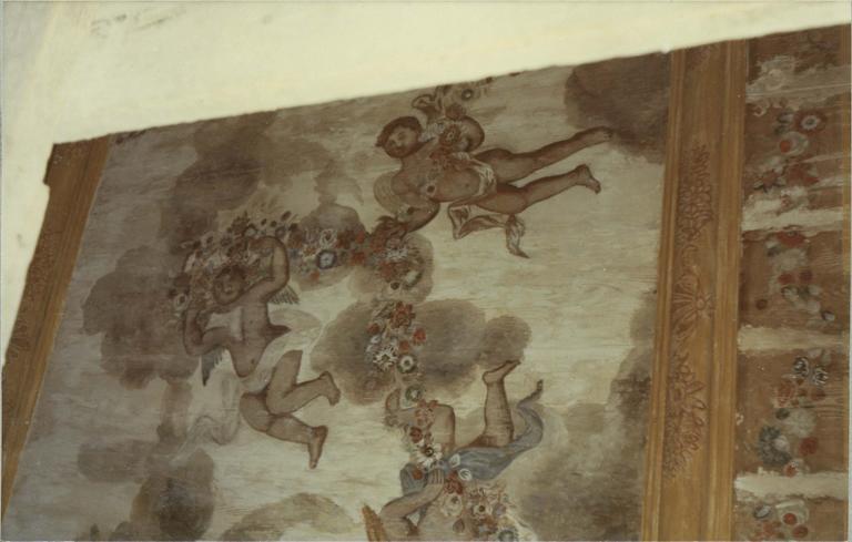 Plafond de l'escalier du cloître, restauration 1973, vue de détail, angelots et guirlandes de fleurs