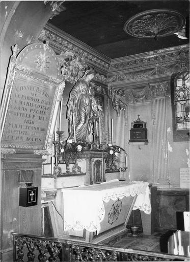 Chapelle de la Vierge, autel tabernacle et retable, quatre chandeliers, statue de la Vierge en bois peint et doré, tableau de consécration de la paroisse, 1856