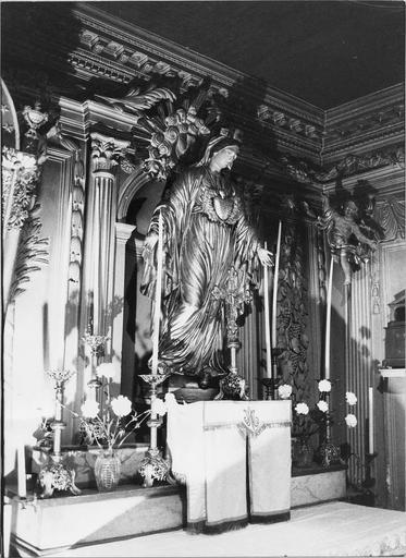Statue de la Vierge en bois peint et doré et tabernacle
