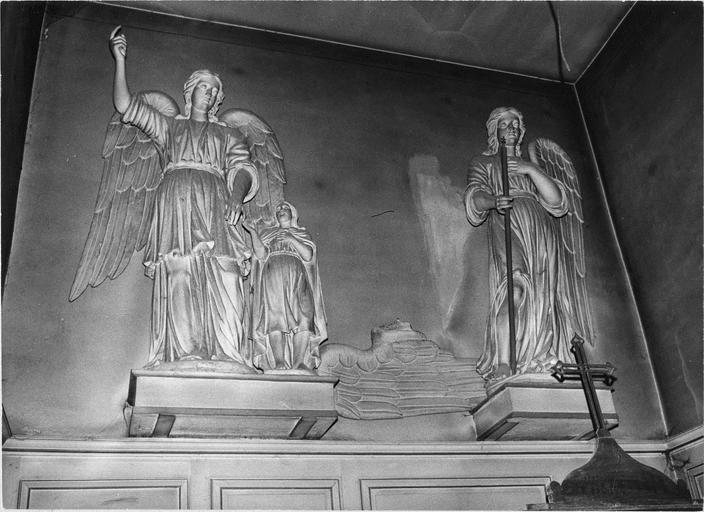 Statues d'un ange gardien et de l'archange Gabriel (aile cassée)