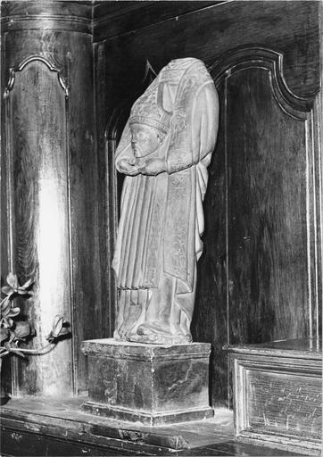 Statue : saint Denis, pierre, 16e siècle, vue de droite