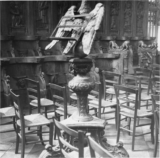 Lutrin, bois sculpté et doré, 17e siècle, détail du pied