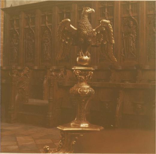 Lutrin, bois sculpté et doré, 17e siècle, vue de face