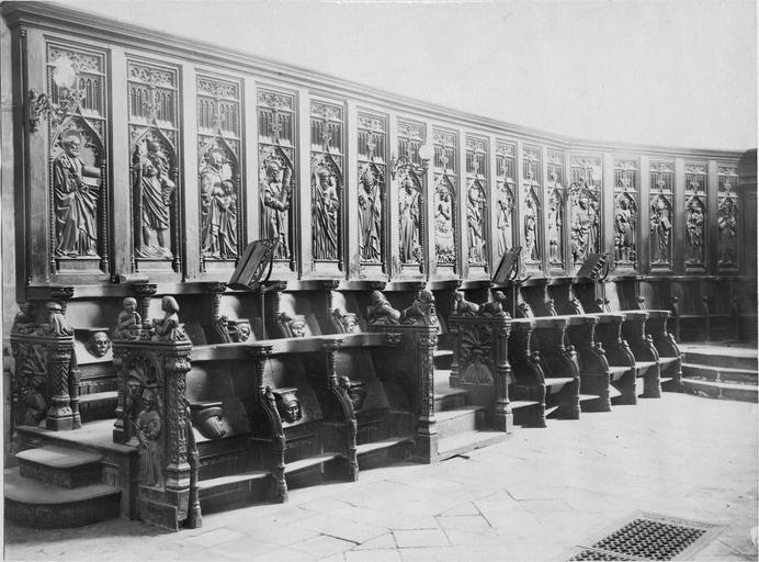 Deux stalles du choeur, bois sculté, 1512