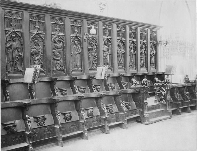 Stalles du choeur, bois sculté, 1512, vues par la gauche