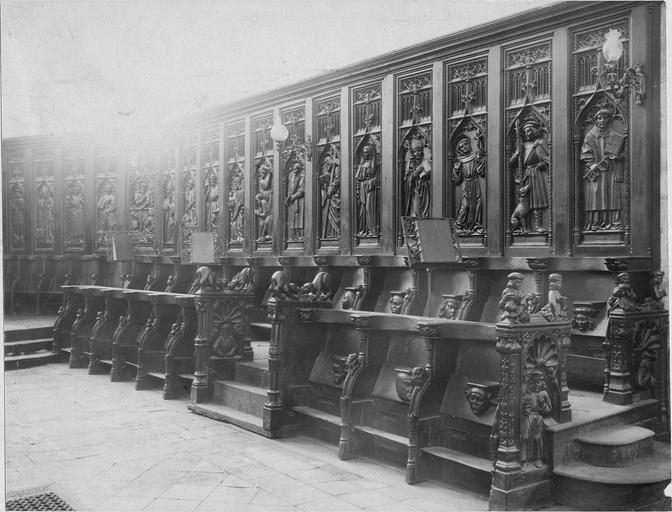 Stalles du choeur, bois sculté, 1512, vues par la droite