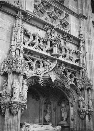 Tombeau de Marguerite de Bourbon, vue du gisant et de la partie haute