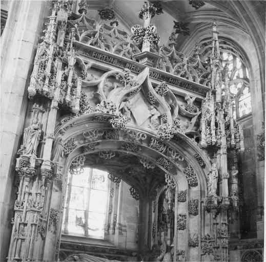 Tombeau de Marguerite d'Autriche, femme de Philibert le Beau, détail partie haute