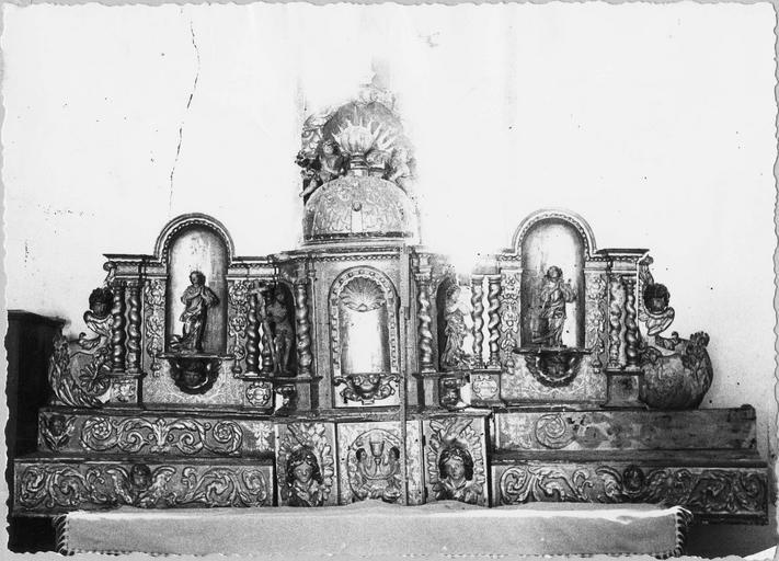 Tabernacle du maître-autel, bois doré 18e siècle, vue frontale