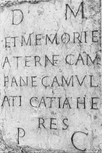 Plaque funéraire, inscription sur pierre gallo-romaine, Moulin des bonnes