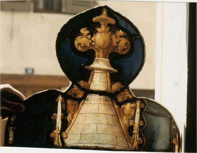 Verrière de saint Laurent, 15e siècle: détail sommet de motif de pinacle