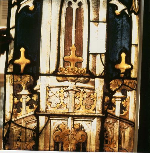 Verrière de saint Laurent, 15e siècle,détail partie médiane d'un motif de pinacle