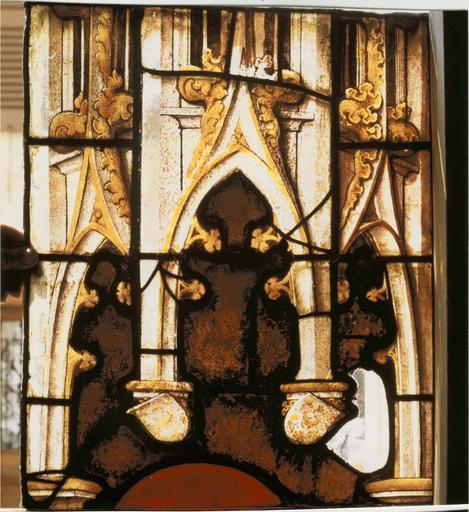 Verrière de saint Laurent, 15e siecle détail de la partie basse d'un motif de pinacle