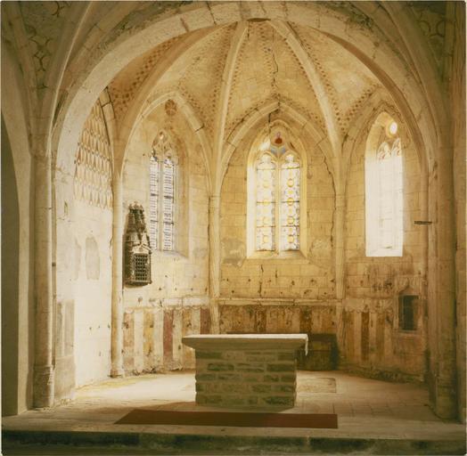 Peintures murales, vue de l'abside et de l'autel