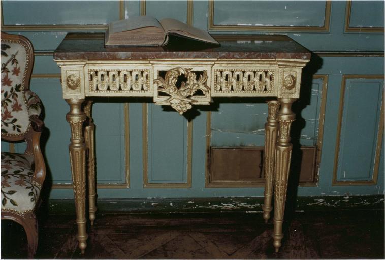 Console style Louis XVI, bois doré et marbre rouge vue frontale