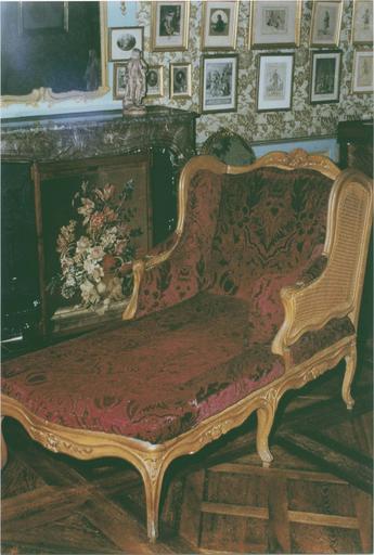 Chaise longue, vue de trois quarts